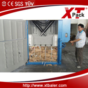 Vertical Baler with Crossed Cylinders