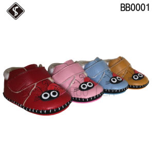 Fashion and Soft Babies Shoes and Boots for Walking pictures & photos