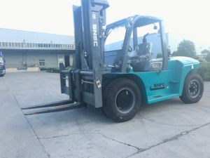 Heavy Duty 10 Ton Diesel Forklift with Solid Tyre pictures & photos