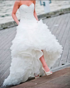 Strapless Cascading Ruffled Organza Fit Flare Wedding-Dress Yao117 pictures & photos