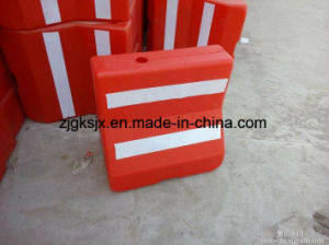 Full Automatic PC Saving Roadblock Facility Blow Moulding Machine pictures & photos