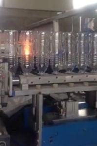 2L Good Quality Plastic Pet Bottle Stretch Blow Molding Machine pictures & photos