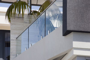 Glass Guardrail for Balcony/Porch/Decking with Top Handrail pictures & photos
