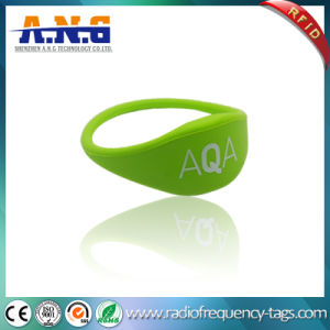 13.56MHz Hf RFID MIFARE Silicone Wristband for Pools Waterparks pictures & photos