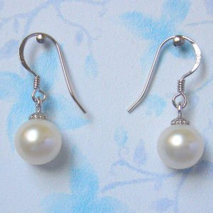 Hook with Round Freshwater Pearl Earrings (ER1442) pictures & photos