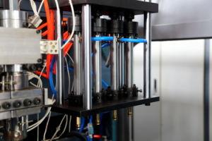 4 Gallon PE White Water Drum Molding Machine pictures & photos