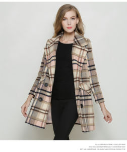 Houndstooth Europe Fashion Style Long Women Coat for Winter pictures & photos