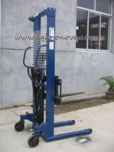 Hand Hydraulic Forklift Pallet Stacker Jo Ce Approved pictures & photos