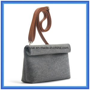 Customized Wool Felt Casual Messenger Bag, Durable Ladies Shopping Single Shoulder Bag with Adjustable PU Leather Belt pictures & photos