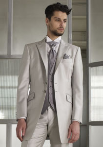 Fashion Stylish Wool Fabric Made to Measure High Quality Men′s Suit & Groom Striped Suit pictures & photos