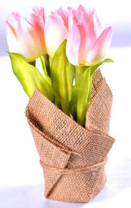 Elegant and Classical Tulip Bouquet in Flax Bag Wraped Pot as Decorations pictures & photos