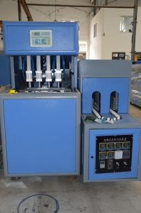 Semi Automatic 4 Cavity Mineral Water Blow Molding Machine with Automatic Bottle Dropping pictures & photos