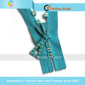 No. 8 Rhinestone Zipper pictures & photos