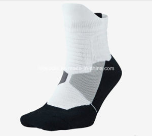 2017 New Design Custom Made Sport Athletic Elite Cotton Socks pictures & photos