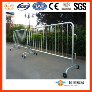 Road Traffic Portable Mobile Barrier with Wheels pictures & photos