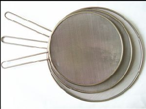 Stainless Steel Oil Blocking Cover with Handle (YF-002) pictures & photos
