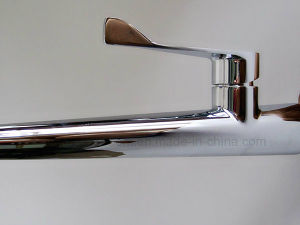 Good Price Single Hole Brass Chrome Finished Kitchen Faucet pictures & photos