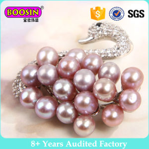 Custom High Quality Metal Crystal Swan Shape Brooch pictures & photos