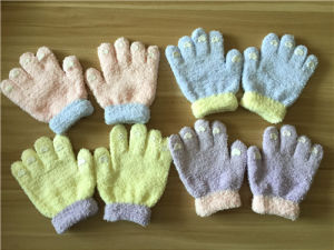 Kids Cute Magic Knitted Gloves with Drop Models pictures & photos