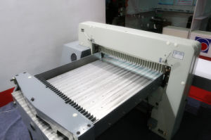 Hydraulic Paper Cutting Machine (SQZ- 130CT KD) pictures & photos