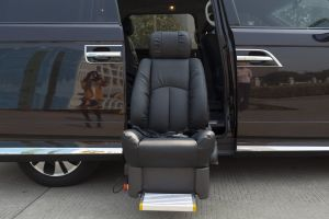 High Quality S-Lift Swivel Car Seat for Disabled Can Load 120kg pictures & photos