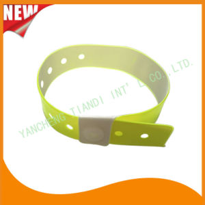 High Quality Entertainment ID Bracelets Vinyl Plastic Wristbands (E6070-20-4) pictures & photos