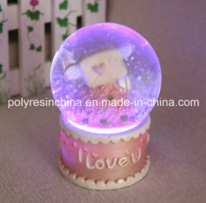 Polyresin Light Snow Globe/Snow Ball for Saint Valentine′s Day Souvenir Gifts pictures & photos