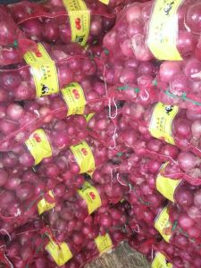 Top Quality Red Onion (3 cm and up) pictures & photos