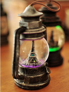 Polyresin Eiffel Tower Christmas Decoration Water Globe pictures & photos