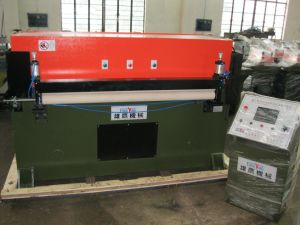 Automatic Feeding PLC Control Leather Cutting Machine (XYJ-1/100) pictures & photos