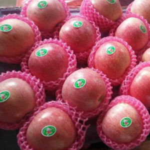 Experienced Supplier of Fresh Red Qinguan Apple pictures & photos