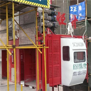 Construction Rack and Pinion 2t Hoist Cage Lift Elevator pictures & photos