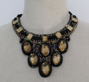 Lady Colorful Crystal Costume Jewelry Choker Fashion Necklace (JE0166) pictures & photos