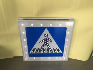 High Brightness Solar Powered Road Sign for Pedestrian Crossing pictures & photos