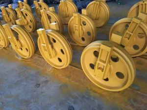 Good Quality Track Roller Front Idler Sprocket Excavator Undercarriage Parts pictures & photos