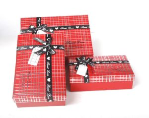 Plaid pattern red gift box