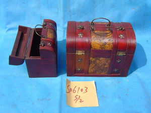 Antique Wooden Box with Lacquering Bamboo Decorations (S06103)