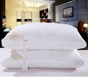 2014hot Hotel Cheap Wholesales 100%Cotton/Polyester Pillow pictures & photos