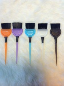 Different Color Salon Professional Plastic Hair Tint Brush (T017) pictures & photos