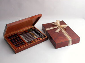 Glassy Finish Wooden Humidor with Ribbon pictures & photos