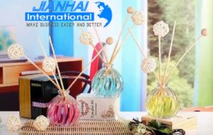 Spherical Glass Perfume Bottle with Emobossed Pattern pictures & photos