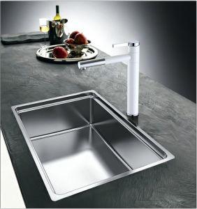 Single Handle White Color Swivel Kitchen Sink Faucet pictures & photos