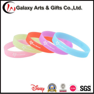 Custom Glow in The Dark Promotion Fashion Rubber Luminous Wristband pictures & photos