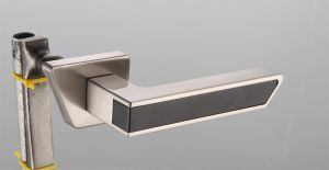 Hot Zinc Alloy Door Lock Handle (Z0-33285 CPW) pictures & photos