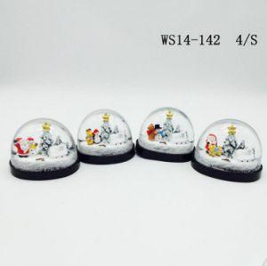 Handmade Plastic Christmas Snow Globe for Home Deco pictures & photos