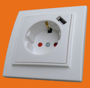 Wall Socket with USB Plugs- Europe Type - Ce Approved (F8810) pictures & photos