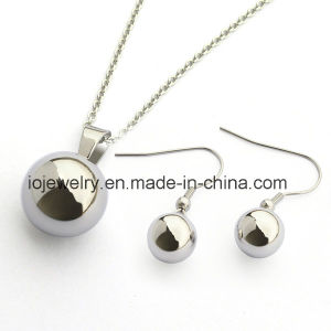 316 Stainless Steel Hollow Ball Pendant Necklace pictures & photos
