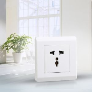 British Standard and Pakistan Standard 5in 1 Switched Universal Wall Socket pictures & photos