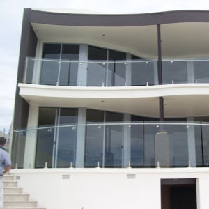 Stainless Steel Frameless Wall Mounted Glass Railing (HR1300V-3) pictures & photos