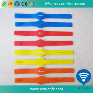 Qr Code Ntag213 Silicone Waterproof RFID Wristband pictures & photos